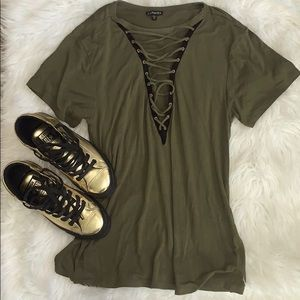 EXPRESS M lace front short sleeve blouse